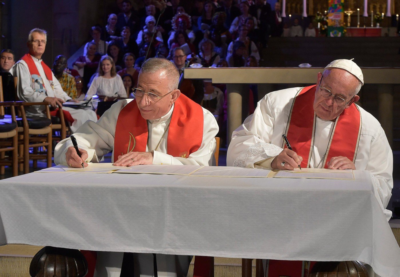Francois leveque Munib Younan president Federation lutherienne mondialedune ceremonie oecumenique cathedrale Lund Suede 31 octobre 2016 0 1400 967